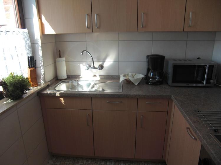 Einbauküche mit Geschirrsp. u. Mikrowelle