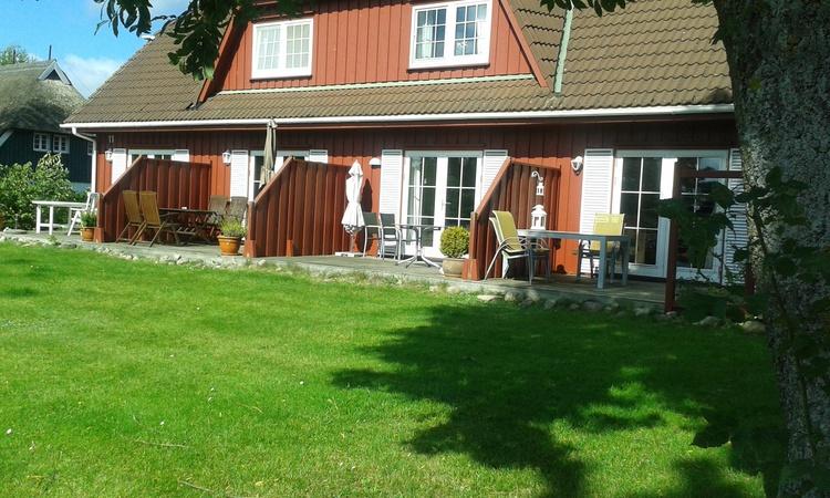 Rasenfläche vor dem Haus