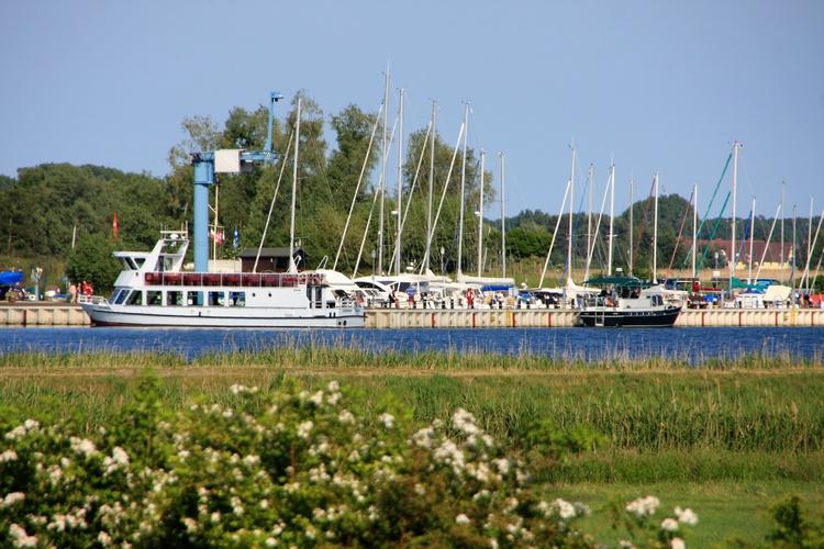 Blick vom Reethus auf den Yachthafen