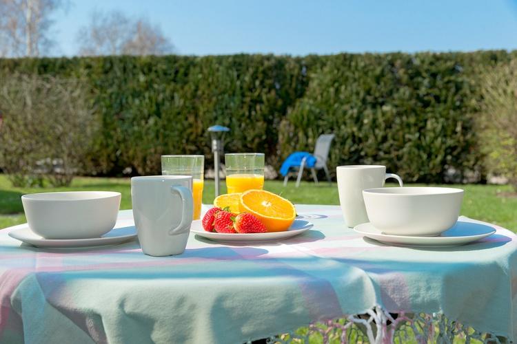 Sonnenterrasse mit Gartenmöbel für 4 Personen