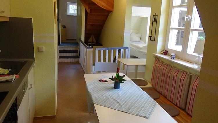 Küche mit Aufgang zum Dachgeschoss