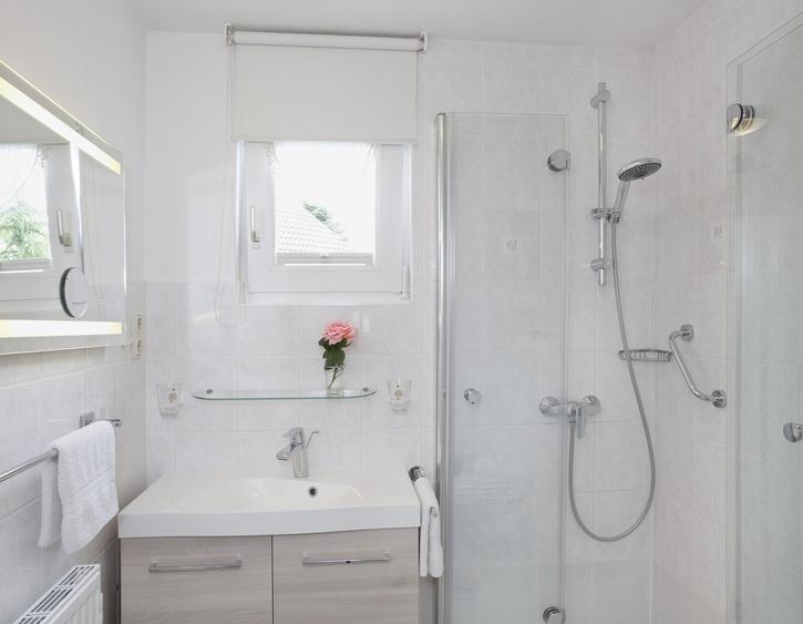 D-Bad-WC-Waschtisch, Fenster