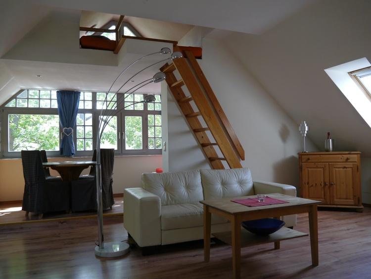 Veranda mit Doppelbett und Hochbett