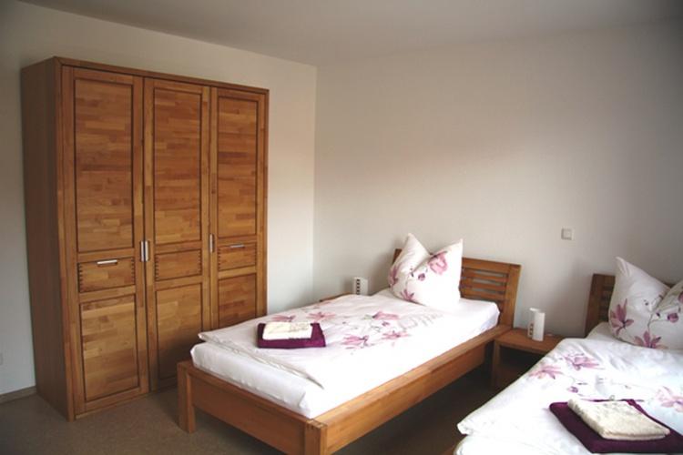 Kinderzimmer mit zwei Einzelbetten 2,00 x 0,90 m