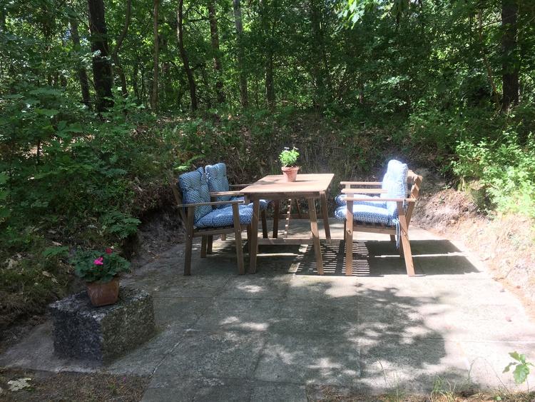 weitere Terrasse mit Sitzplatz