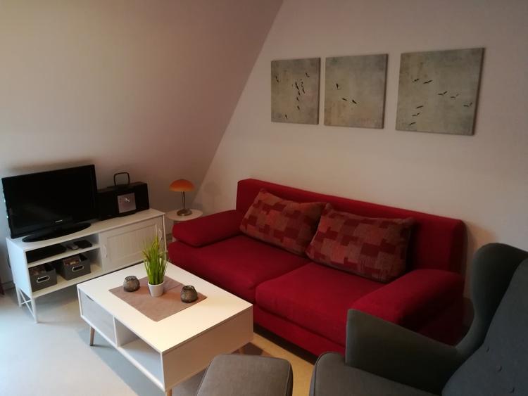 Wohnbereich mit Doppelcouch, Relaxsessel, TV etc.