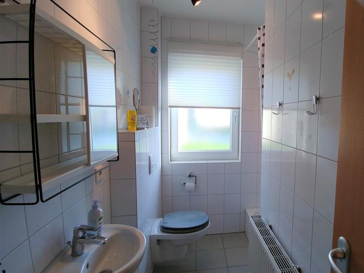 Bad 1 mit Dusche und WC