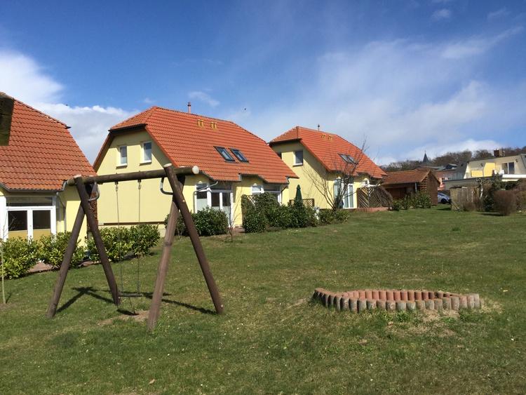 Spielwiese mit Blick auf die Terrasse