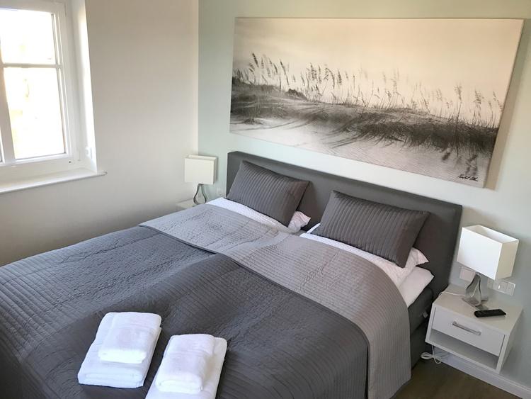 Jedes Schlafzimmer mit Aussenjalousie und Smart TV