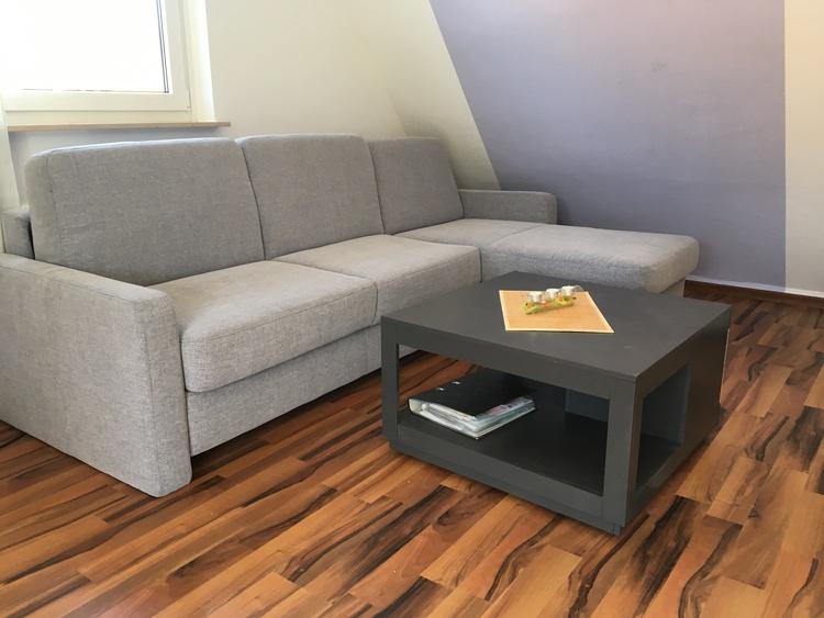 Couch mit ausziehbarer Liegefche 140x200 cm