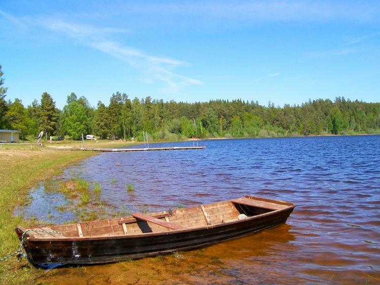 Der See Lillesjö mit flachem Sandstrand