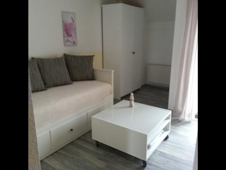 Neben-Schlaf/Wohnraum Bett, ausziehbar 180x200cm