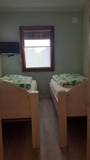 Schlafzimmer mit 2 Einzelbetten 0,90m x 2,00m und Flachbildfernseher