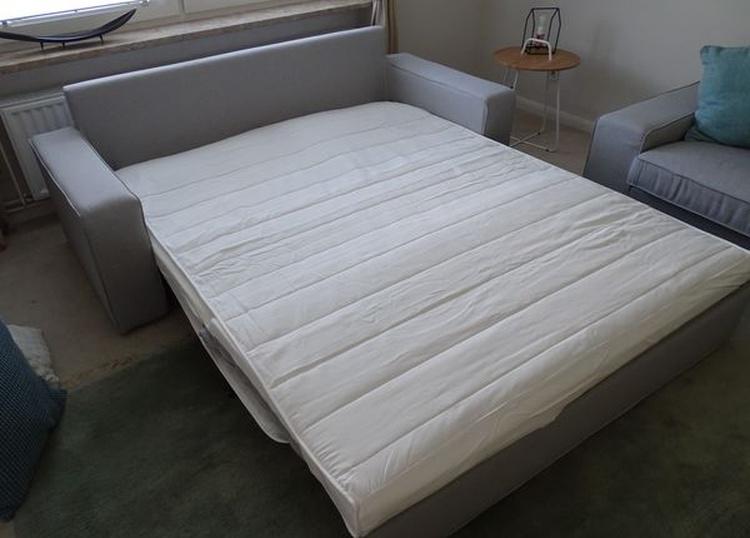 Schlafcouch ausgezogen