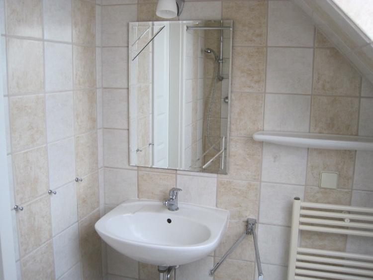 Bad mit Dusche u. WC im Obergeschoss