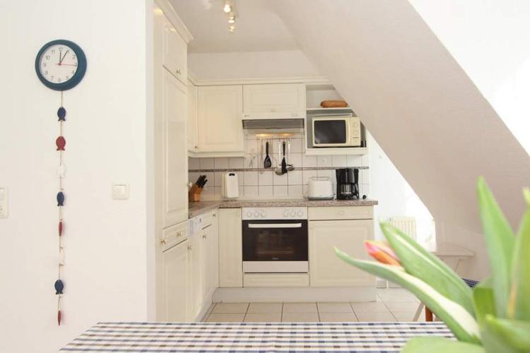 Blick auf Küche vom Esstisch