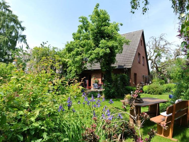 Außenansicht Ferienhaus mit eigenem Garten