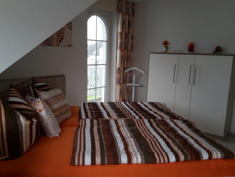 1. Schlafzimmer- Doppelbett