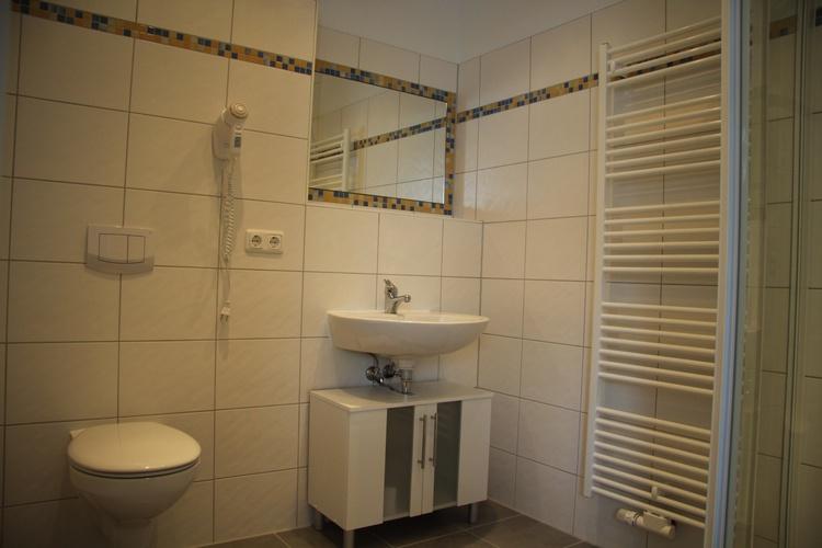 Bad 2 im OG mit Dusche und WC