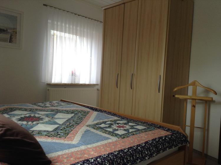 Schlafzimmer hat noch ein Fenster