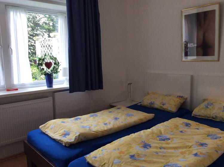 Elternschlafzimmer mit großem Einbauschrank