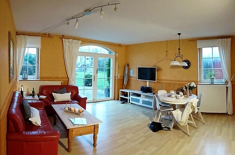 Wohnzimmer von der 92 qm Wohnung.