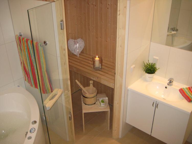 Sauna, Dusche , WC, Whirlpol, Waschmaschien mit Trockner....