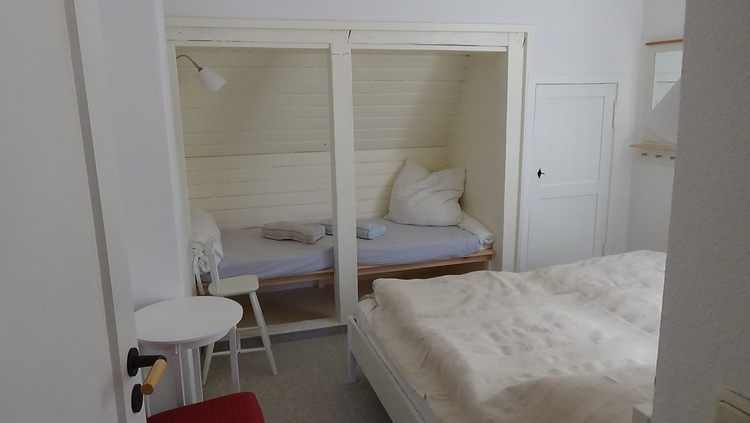 2. Schlafzimmer Doppelbett und Bettenkoje