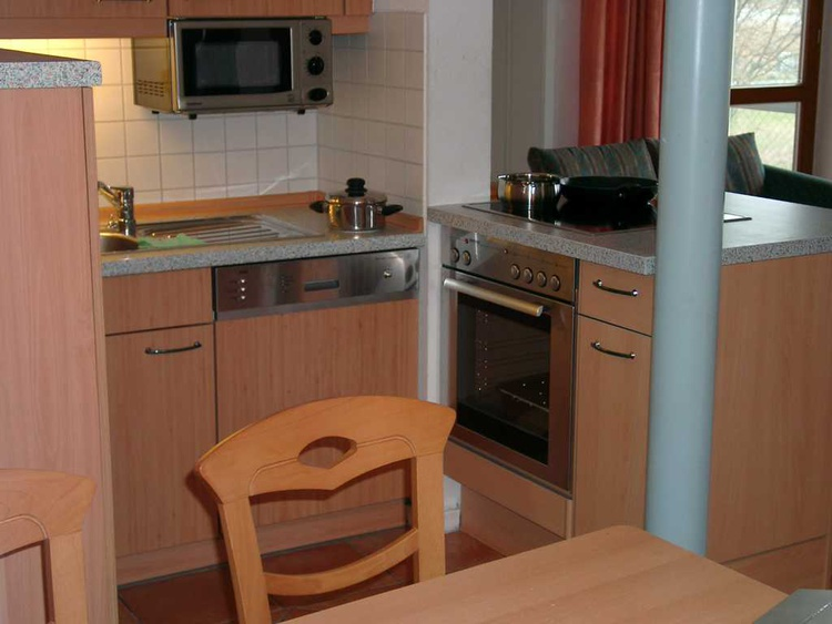 Küche mit E-Herd + Geschirrspüler